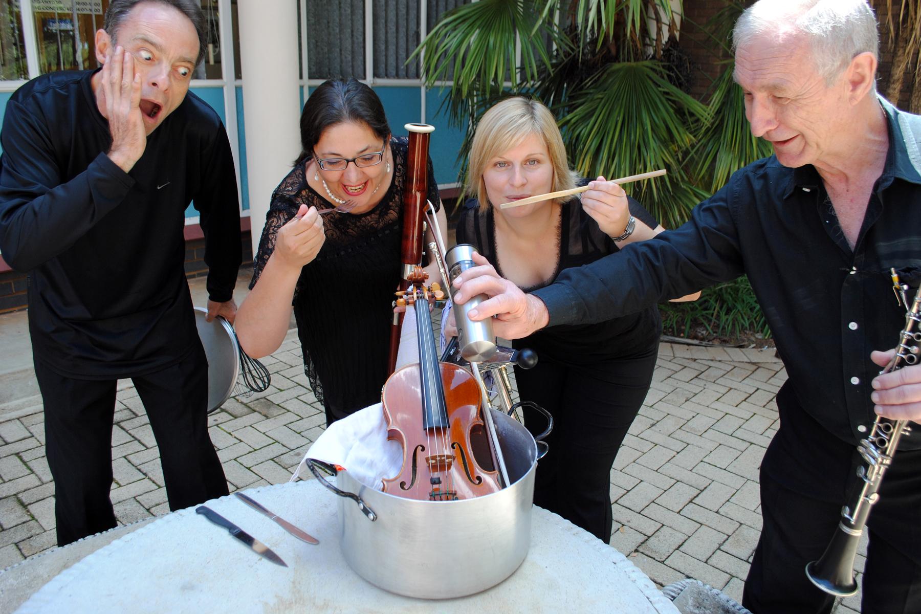Serving up some Martinu: Piet Koornhof (violin), Liesl van der Merwe (bassoon), Yvonne-Marié Brand (trumpet) & Brian Nelson (clarinet). [Marike Prins (double bass) and Tinus Botha (piano) were not present when hilarity ensued.]