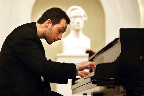 Brilliant Italian-American pianist, focusing on Liszt — 25 May 2014