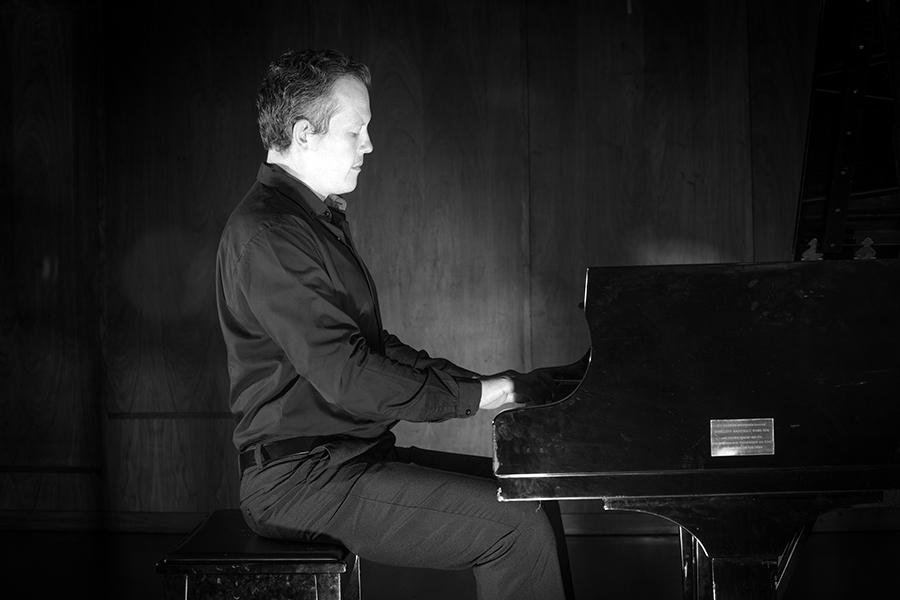 Tinus Botha ~ piano